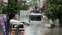 MAHSUR KALDI - İstanbul'da felaket! Aileler sular altında kaldı! Kurtarma çalışmaları başladı