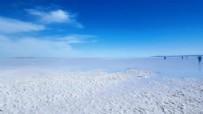 TUZ GÖLÜ - Tuz Gölü havzasında toprak altından çıkan duman şaşırtıyor