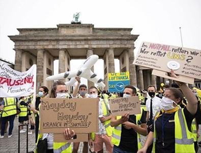Alman hava yolu şirketi Lufthansa'nın çalışanları sokağa indi!