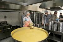 Küçükçekmece'de Her Gün 450 Ailenin Sofrasına Sıcak Yemek