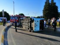 Otomobil Dolmuşa Çarptı Açıklaması 4 Yaralı