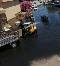 KANALİZASYON - Çeşme'de arıtma tesisinde boru patlaması! Yol atık suyla doldu
