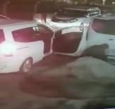 Hırsızın, Minibüsün Altındaki Stepne Lastiği Çaldığı Anlar Kamerada