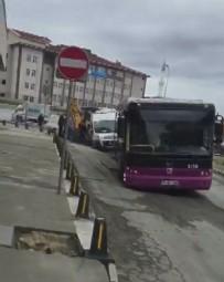 GÖRGÜ TANIĞI - İstanbul'un göbeğinde İSKİ rezaleti! Otobüs geçerken yol çöktü