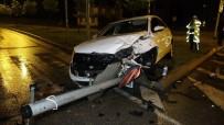 Samsun'da Kavşakta İki Otomobil Çarpıştı Açıklaması 1 Yaralı