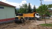 Kaynaşlı Belediyesi Cami Çevresinde Düzenleme Çalışmalarını Sürdürüyor