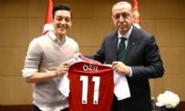 MERCEDES - Adidas'tan Mesut Özil'e darbe!