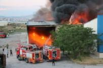 Niğde'de Tekstil Fabrikasının Deposunda Yangın