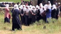 Cezayir'de İnşattan Düşüp Ölen Dayı İle Yeğeninin Cenazesi Ağrı'da Defnedildi