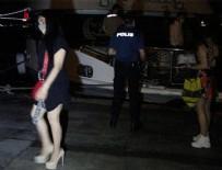 BOĞAZ TURU - İstanbul Bebek'te 150 kişilik yata baskın