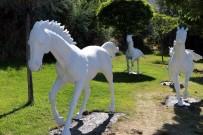Ürgüp Belediyesi İlçe Girişlerine At Maketleri Yerleştirdi
