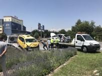 Otomobil İle Ticari Taksi Çarpıştı Açıklaması 1 Ölü, 5 Yaralı