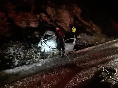 Kaza Sonrası Yanan Otomobil Küle Döndü