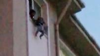 ÇAĞRI MERKEZİ - Korku dolu anlar! Çocuğunu pencereden sarkıtıp, 'atayım mı' diye bağıran kadını polis engelledi