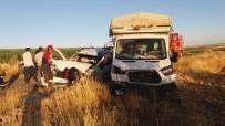 Tarım İşçilerini Taşıyan Kamyonet İle Ticari Araç Çarpıştı Açıklaması 10 Yaralı