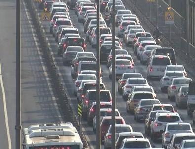 Haliç'te trafik yoğunluğu! İBB çalışması nedeniyle trafik kilitlendi