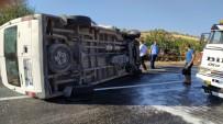Devrilen Minibüsün Sürücüsü Yaralandı