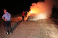 Çakmaklıktan Çıkan Yangında Otomobil Küle Döndü