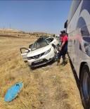 Mardin'de Otobüs İle Otomobil Çarpıştı Açıklaması 8 Yaralı