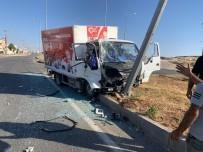 Mardin'de Traktörle Kamyonet Çarpıştı Açıklaması 3 Yaralı
