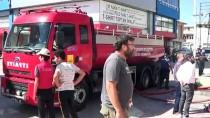 Konya'da Tekstil Dükkanlarının Bulunduğu İş Hanında Çıkan Çatı Yangını Söndürüldü