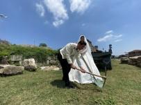 Giydiği Gelinlikle Antik Kent Kazan Arkadaşlarını Ziyaret Etti