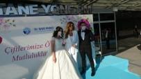 Sanatçı Aslı Hünel Sağlık Çalışanı Çiftin Nikah Şahidi