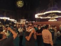 BAKANLAR KURULU - Ayasofya'ya ikinci gece de yoğun ilgi