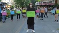 Kadın Gibi Giyinerek Şiddete Tepki Gösterdi
