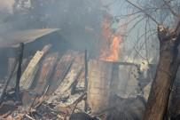 Samanlıkta Başlayan Yangın 3 Katlı Evi Kül Etti