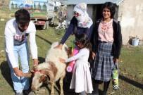 Kaymakam Ömeroğlu Yetimlere Kurbanlık Koyun Hediye Etti