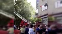 Küçükçekmece'de İki Katlı Binanın Çatısında Yangın