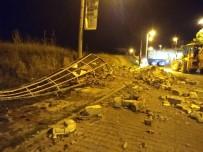 Manisa'da Şiddetli Fırtına Cami Minaresini Yıktı