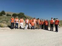 Emirdağ Gönüllüleri Çevre Temizliği Yapıyor