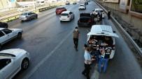 (Özel) Emniyet Şeridinde Gittiği İçin Ceza Kesilen Şahıs Gazeteciyi Görünce Çılgına Döndü