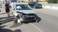 Ezine'de Otomobil Bariyerlere Çarptı Açıklaması 4 Yaralı
