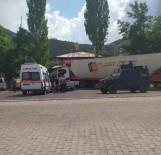 Tır Lokantaya Girdi, Kaza Ucuz Atlatıldı