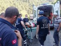 Köprüden Geçmeye Çalışan Traktör Dereye Devrildi Açıklaması 1 Ölü, 1 Yaralı