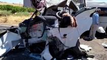 Şanlıurfa'da Minibüsle Kamyonet Çarpıştı Açıklaması 15 Yaralı
