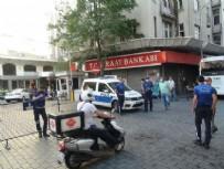 TAKSIM - Taksim'de dehşet anları! Tiner döküp kardeşini ateşe verdi
