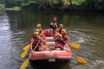 Vali Atay Çocuklarıyla Birlikte Rafting Yaptı