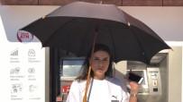 Güneşliği Olmayan ATM'de Vatandaşlar İşlem Yaparken Zorlanıyor