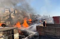 Vatandaşlar Alevlerin İçine Dalıp Yangını Söndürmeye Çalıştı