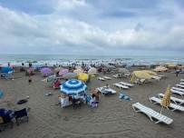 Akçakoca'da Kalkın Plajı Temizliği İle Dikkat Çekiyor