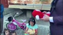 Gelin Ve Damatlıkla Çocuklara Oyuncak Ve Kırtasiye Malzemesi Dağıttılar