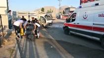 Ağrı'da İki Kamyonet Çarpıştı 1'İ Çocuk 4 Kişi Yaralandı