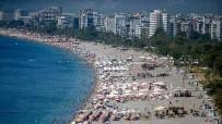 ANTALYA HAVALİMANI - Yüz binlerce turist akın etti!