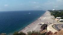 Antalya Sahillerinde Bayram Tatili Yoğunluğu Devam Ediyor