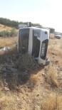 Mardin'de Lastiği Patlayan Araç Şarampole Yuvarlandı