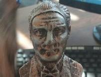 ATATÜRK - İzmir'de dağıtılan Atatürk'e benzemeyen Atatürk heykeli büyük tepki topladı